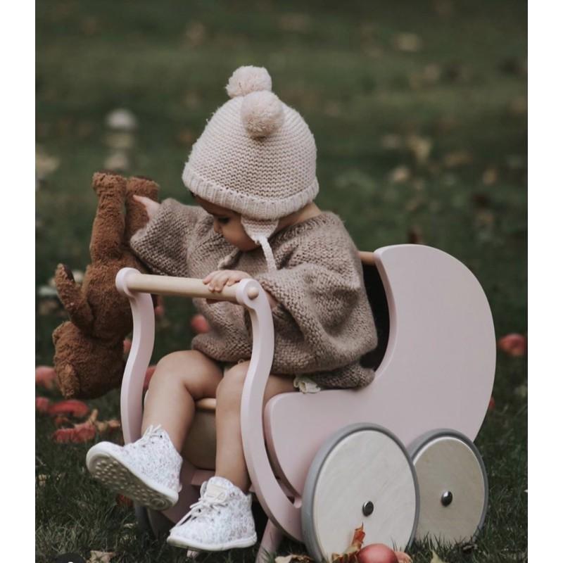 Poppenwagen roze, Kinderfeets